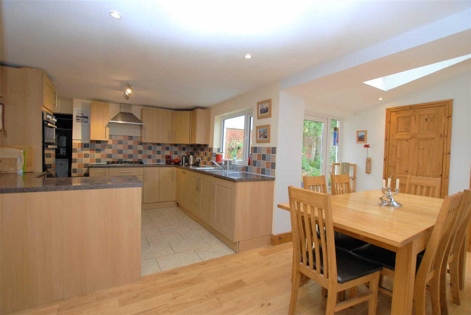 Cheltenham - 3 Bed House - End Terrace